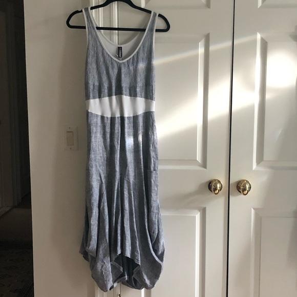 Oizini Dresses & Skirts - NWT Chic & Unique Sundress with Flattery Shape
